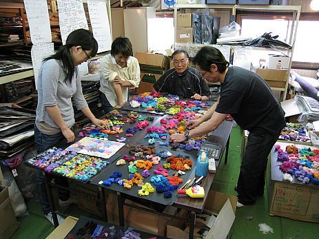 Noro team selecteert de nieuwe kleuren breiwol