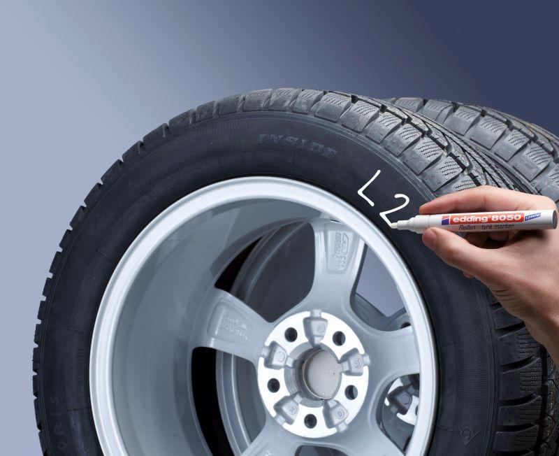 Markeer autobanden met de Edding banden stift